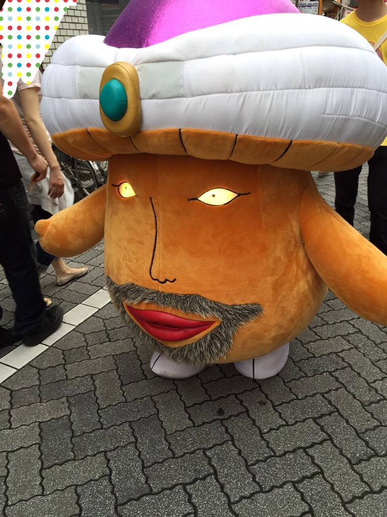 あと高円寺の純情商店街をまったくゆるくないキャラが歩いていました  即座に変えたほうがいいと思うの http://t.co/KTi25FKVAF
