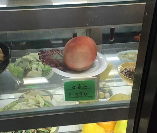 おはようございます!今日も楽しく遊ぶように頑張りましょう~!通りすがった焼き肉屋さんの展示メニュー。どう見てもトマト。高すぎると思いました。 pic.twitter.com/5aLrba6ByD