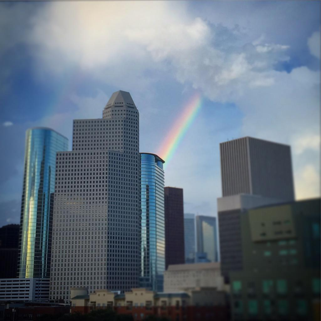 Kind of amazing that during the #pride parade in #Houston, nature provides a rainbow! #khou11 http://t.co/1X08BnTQPD