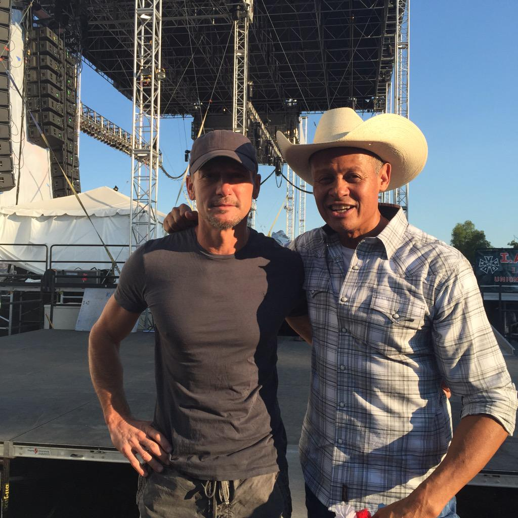 Me and @TheTimMcGraw , after he watched our entire show. Pretty dang cool!!!!     Great seein you buddy, #stillkillin http://t.co/wpwcqH0LCh