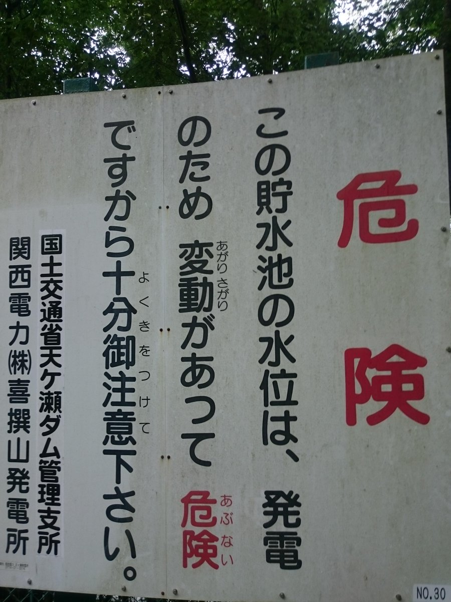 このフリガナって多分、フリガナが誰のためで、その相手にどう表現したら伝わりやすいかを考えた結果こうなったんだよね。やっぱり日本語面白いな。 pic.twitter.com/pNS7XpFFjX