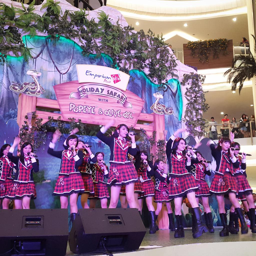 Now : JKT48 at stage. Raise up your sound! #MidniteSale #JKT48 #FJGS2015 #fansJKT48 @officialJKT48 #JKT48Concert http://t.co/WF8Ahw0Qs2