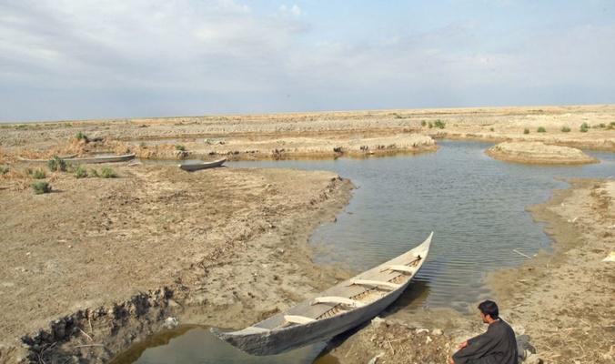 جفاف نهر الفرات عن جنوب العراق