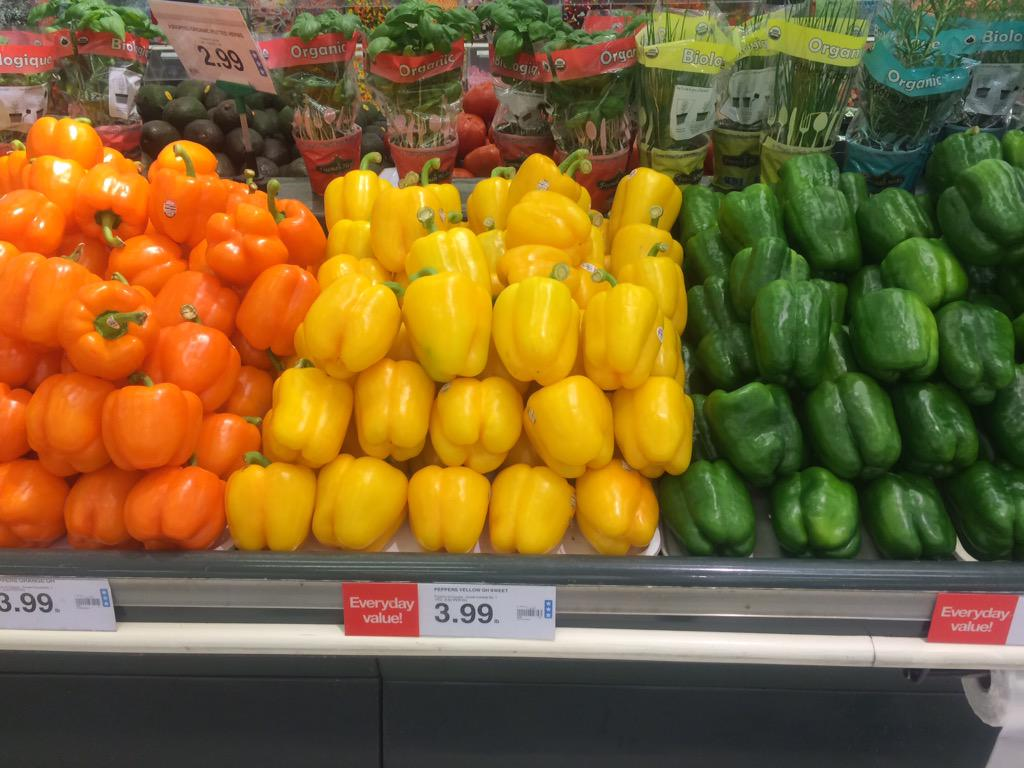 At the Grocery store and who do I run into but #trois types de poivrons. #mathphoto15 #three http://t.co/fojP5ZoeXE