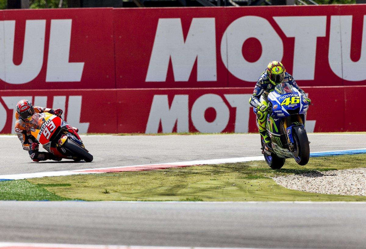 Le immagini video del duello offerto nel Gran Premio d'Olanda di MotoGP tra Valentino Rossi e Marc Marquez