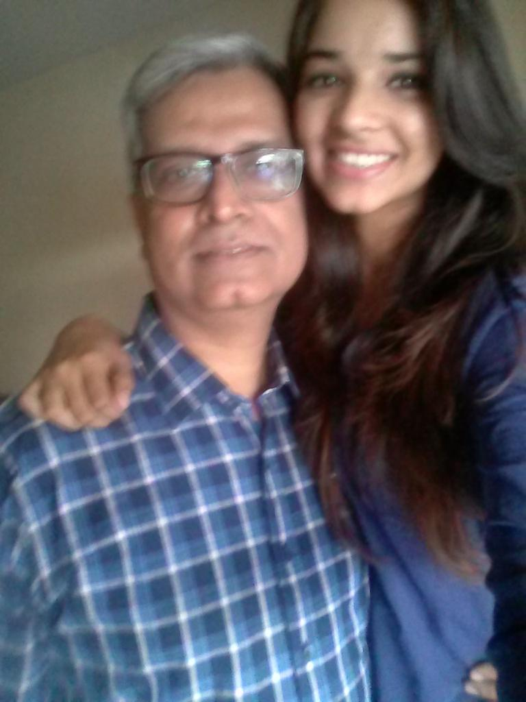 Customary #SelfieWithDaughter http://t.co/uyUTYuwRgc