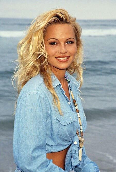 Pamela Anderson sex tape, elle suce divinement bien