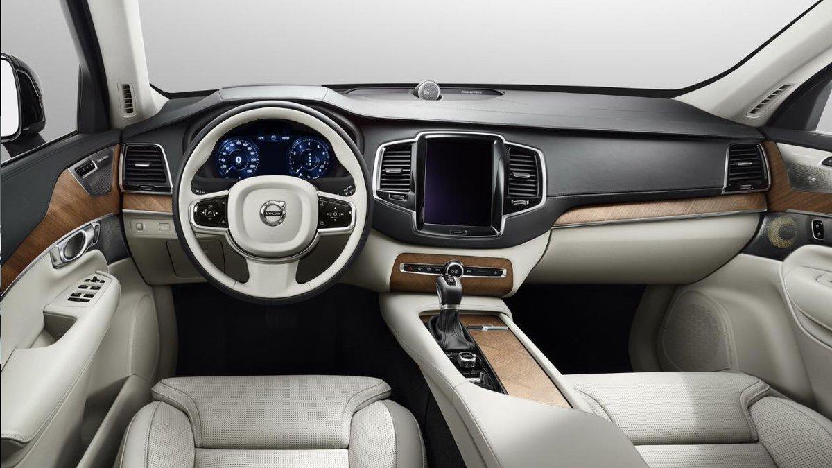 Volvo XC90 Interni FOTO