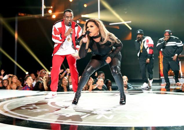 @LilKim and @iamdiddy entire #BadBoyCrew killed it tune it  @BETAwards http://t.co/iYzkuAQ1oV