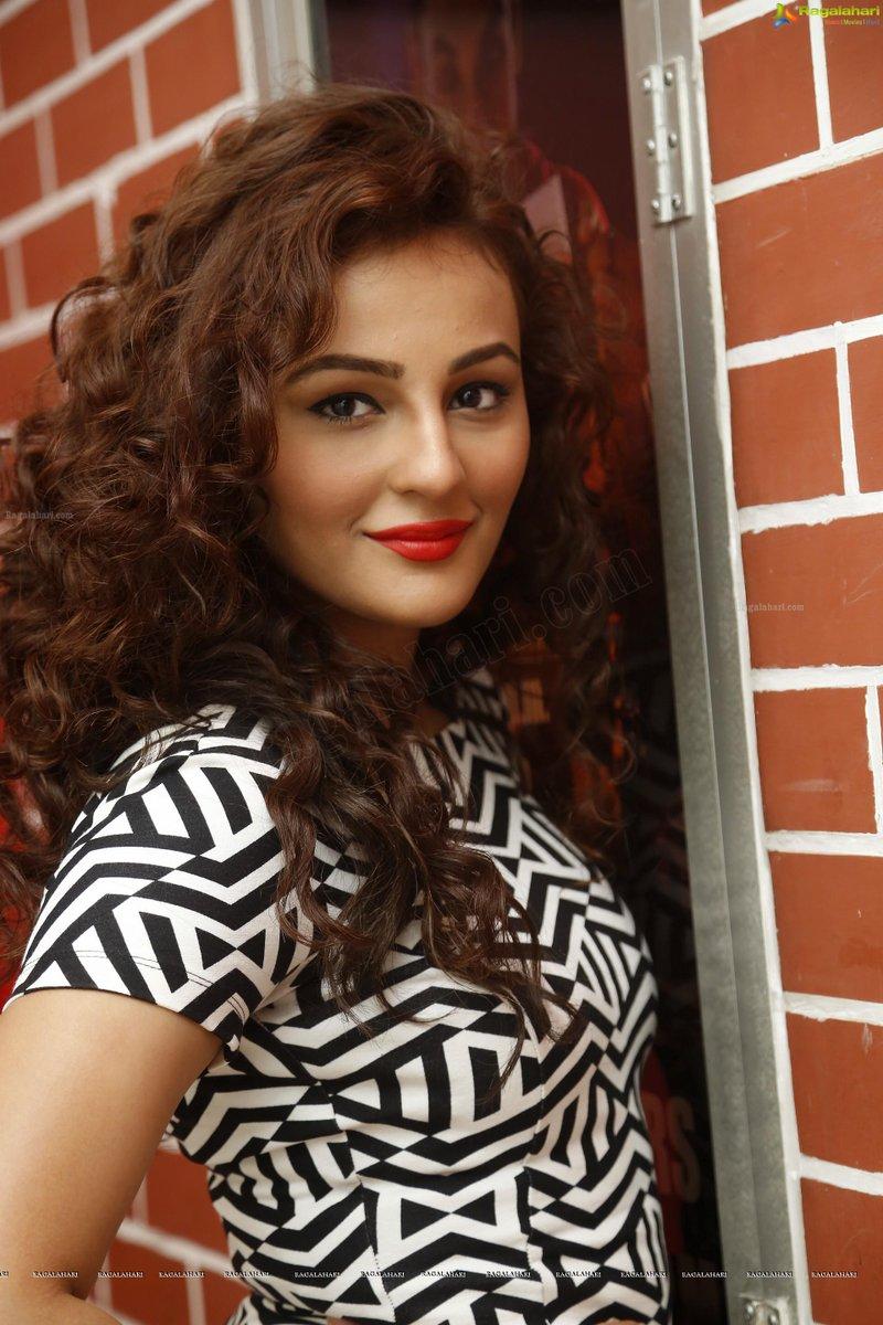 Seerat Kapoor Fans On Twitter Gorgeous Seeratk3 From Tiger