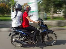 LUCU Supaya Irit Bensin Ketika Pergi Naik Motor - AnekaNews.net