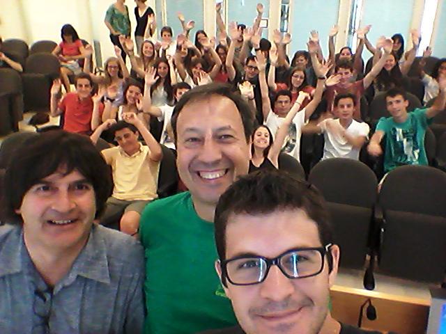 RT @LaUdGmagrada: Benvinguts a la @univgirona! Sense el #selfie de família no podíem encetar el campus #prebat15 :) http://t.co/HSeuTs5F2f