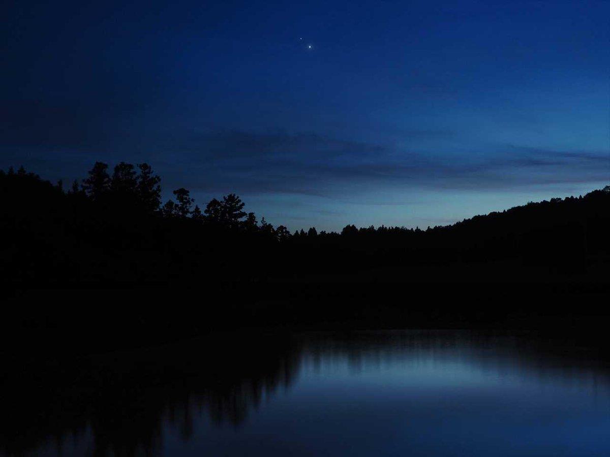 夕空に木星と金星のランデブー
