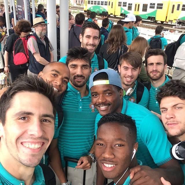 A caminho da final em Praga! Força, rapazes! 7 leões em 9! #FormaçãoSporting #Sub21 (foto: @CMane36)
