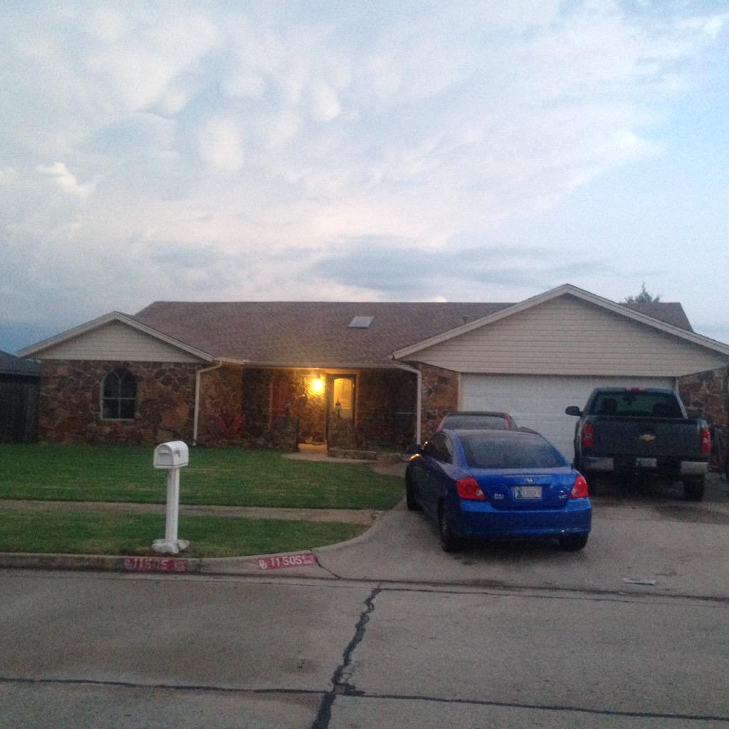 A man shot in his home while he was sleeping.Victim is ok, suspect on the loose near SW 119th & Western #kfor http://t.co/SrDS1q2LKL