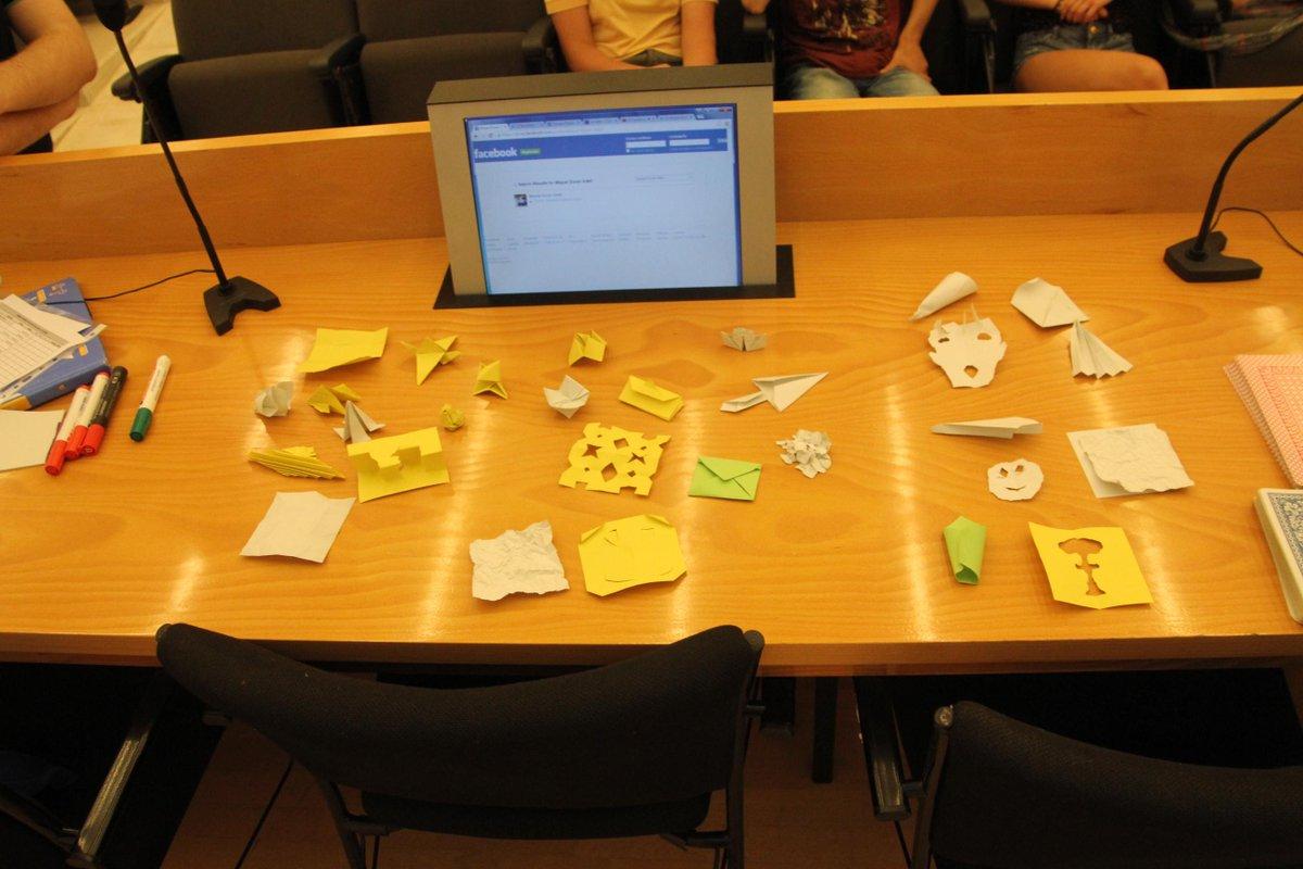 Un quadrat de paper, una creació impromptu... i aquí el resultat al taller creactivador del #prebat15 http://t.co/OwO2FDDTEc