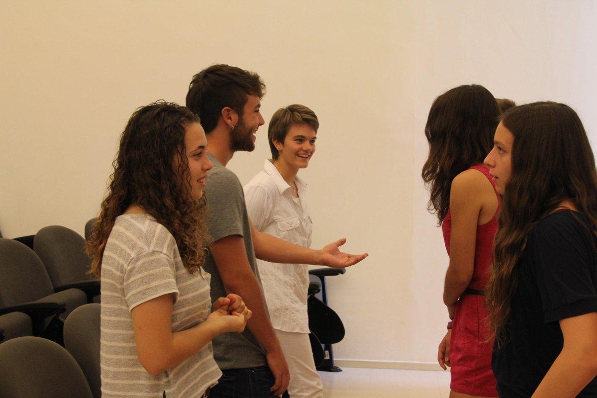"""Avui al taller """"connectem, relacionem, creactivem"""", els participants s'han conegut en grups de 6, rotant #prebat15 http://t.co/5eAu6HqQGO"""