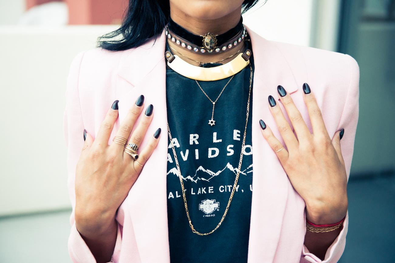 She has a massive collection of vintage gold jewelry & a serious thing for sunglasses: http://t.co/lWyxAv4crp http://t.co/DTNAMAxO73