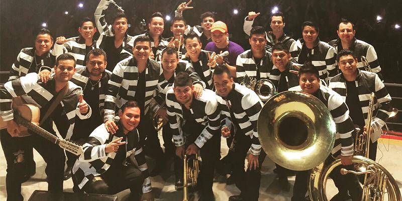 .@edwintrakalosa y La @bandatrakalosa de Monterrey rompe récord de audiencia en Michoacán. http://t.co/vENVSLQDqt http://t.co/Ke0WK5TW79