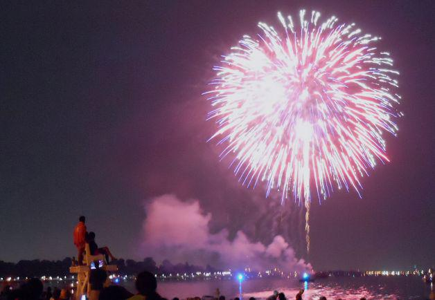 Celebrate the 4th of July with #Connecticut #fireworks. Here's where to catch a show: http://t.co/uEkDx5pRNJ http://t.co/G5B7wk4Kxh