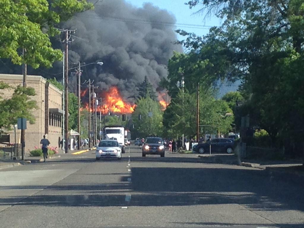 @KVALnews @registerguard flames and smoke from Oak street. http://t.co/kDfFOMxBk6