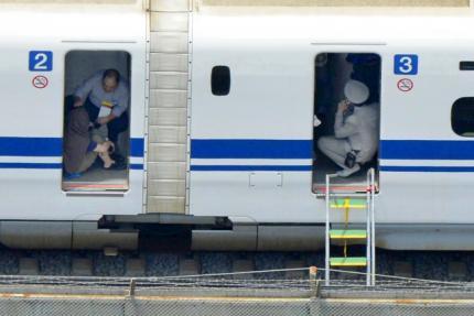 Authorities say 1,000 on board shinkansen from Tokyo to Osaka when blast heard from train toilet stall near Odawara. http://t.co/yvai0VOKVr