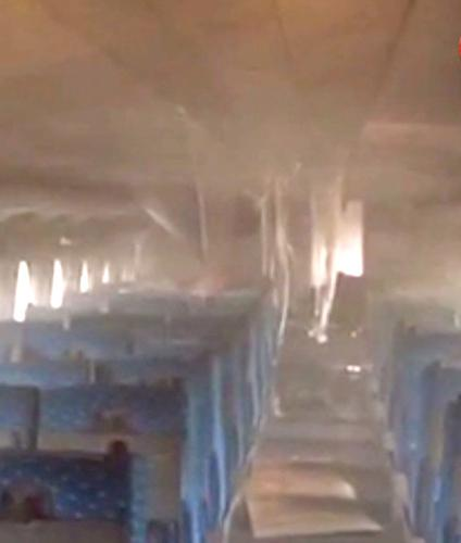 Smoke fills the interior of a #Tokaido #Shinkansen train after a man reportedly set himself on #fire (Image from TBS) http://t.co/EObGMkW0kt