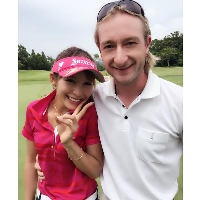In the meantime, @EvgeniPlushenko playing golf with @kinkumiringo ;) http://t.co/rNsIF56pBE http://t.co/pLqbM3rC9O http://t.co/ArCOMEiobv