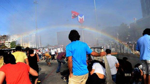 Police in Turkey tries to stop Pride parade with water cannons, accidentally creates rainbow http://t.co/8PkTLLOFTr
