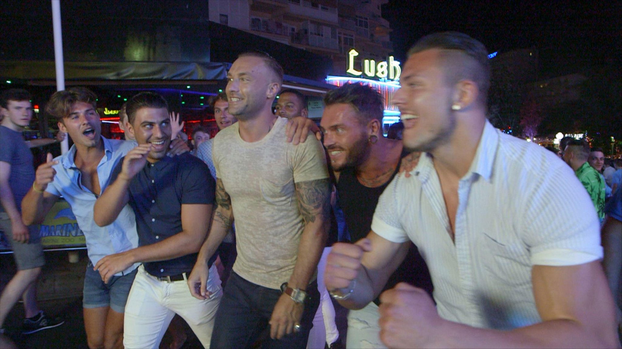 Yesterday's episode of #LoveIsland saw the boys venture out with Callum Best, receiving 525,000 viewers http://t.co/qSUigXrPhb
