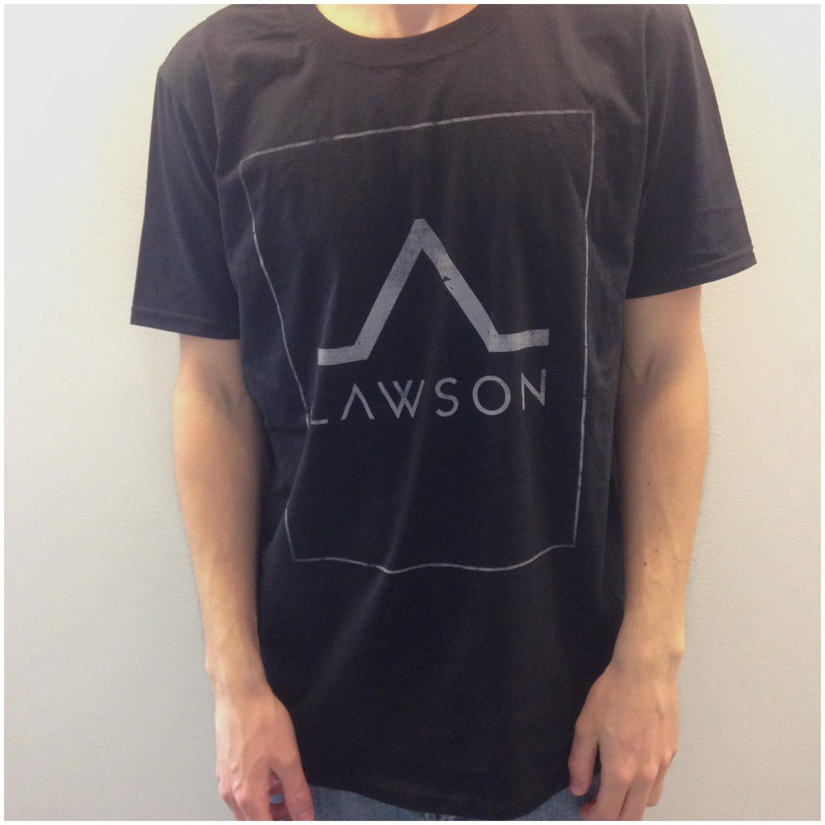 We've got one of these tour t-shirts to give away. Size M. Simply RT this to win and we'll pick a winner tomorrow! http://t.co/d3DjYMjjXq