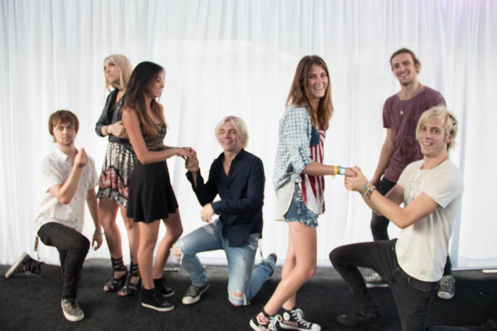 Disabled rossdaily twitter oh my god my r5 meet and greet look at everyone its a mess im a mess ross is such a derp omgpicitterukapc0owet m4hsunfo