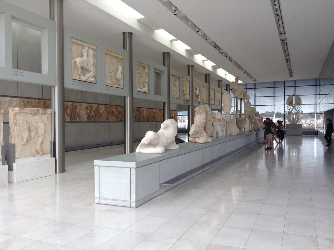 Nos extrañamos de que Grecia no devuelva el dinero prestado pero no de que UK no retorne los mármoles del Partenón... http://t.co/od26nQg8qb