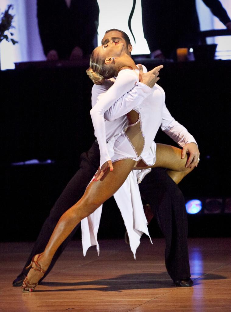 Noelito Flow   Dance photography, Dance poses, Ballroom dance