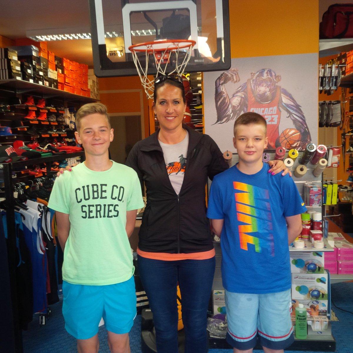 Prieks bija parunāties ar jauniešiem ļoti jaukā @ProBasketballLV veikala Atmosfērā! Paldies!!! #Nine9 #inspired