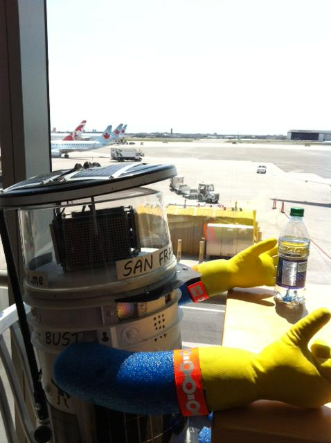 My first trip to Boston is sure to be as sweet as apple pie. Thank you @AirCanada ! #hitchBOTinUSA http://t.co/AZxF9M9z4s