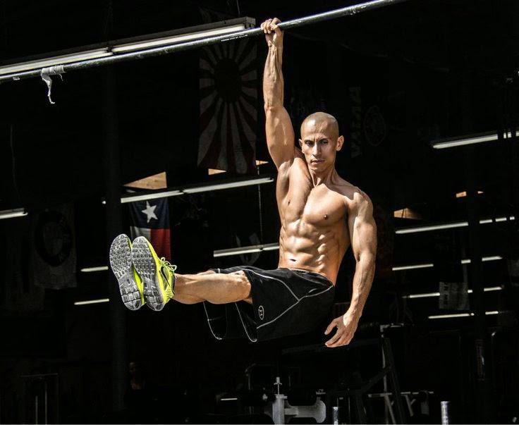 I muscoli dell'uomo d'acciaio dalla dieta vegana: il Video di Frank Medrano