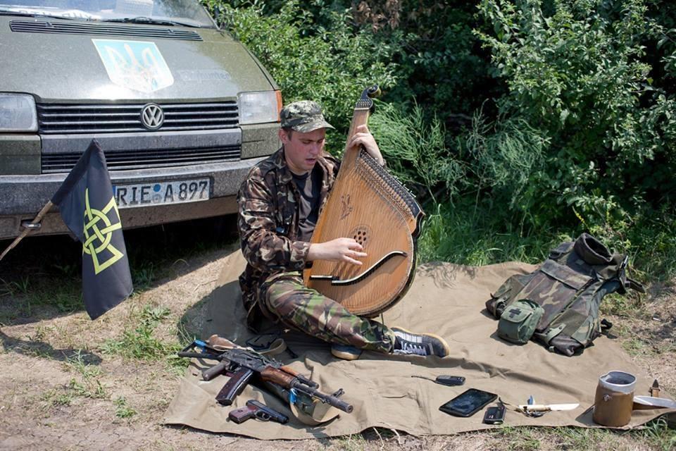 В Киеве мужчина угрожал патрульным полицейским пистолетом из-за замечания о неправильной парковке, - МВД - Цензор.НЕТ 880