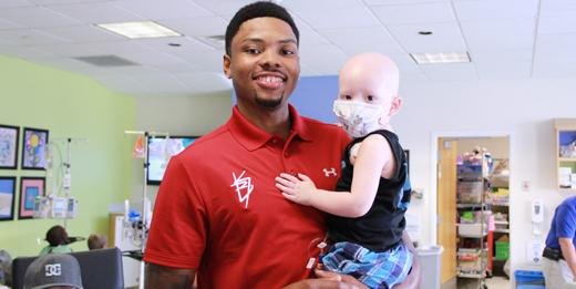 Surprise visit from @ATLHawks guard Kent Bazemore. Thanks for all the smiles!! http://t.co/5YlUA0E8m6