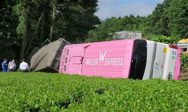 ディズニーランド帰りの大型バスが衝突して転落、二十数人搬送 三重の東名阪 -産経ニュース- sankei.com/west/news/1507… #news pic.twitter.com/MXtzFr1nqU