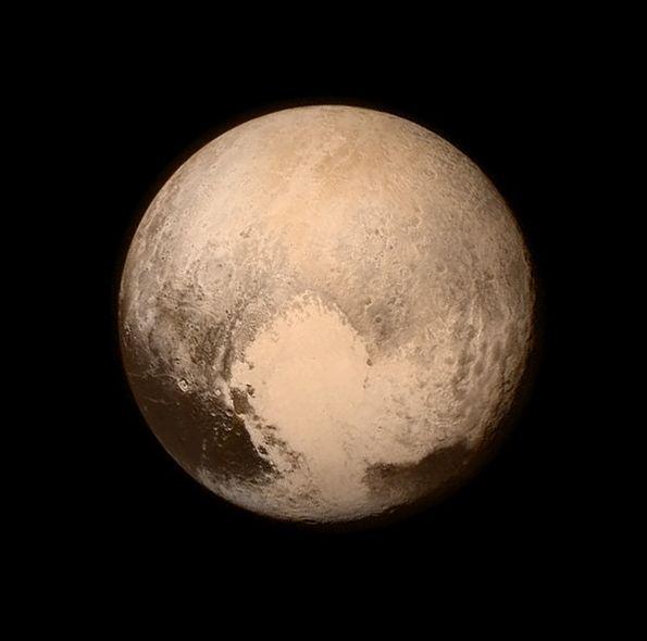 ◆冥王星 約16時間前に撮影された最新映像 冥王星から76万kmの距離でこの解像度 期待してますよ! http://t.co/5BbsJE7BcI