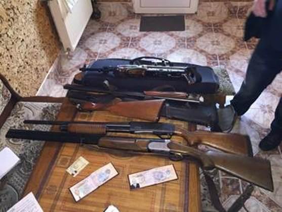"""Во время обысков у лиц, с которыми возник конфликт у """"Правого сектора"""" в Мукачево, изъяли арсенал оружия с гранатами, - СБУ - Цензор.НЕТ 9249"""