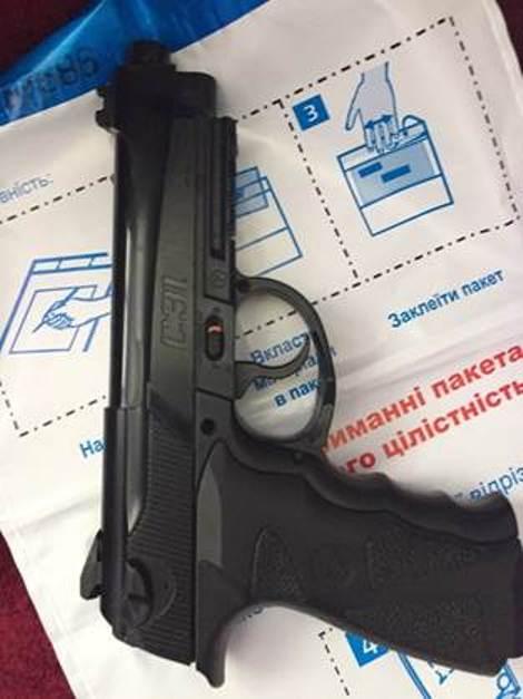 """Во время обысков у лиц, с которыми возник конфликт у """"Правого сектора"""" в Мукачево, изъяли арсенал оружия с гранатами, - СБУ - Цензор.НЕТ 9376"""
