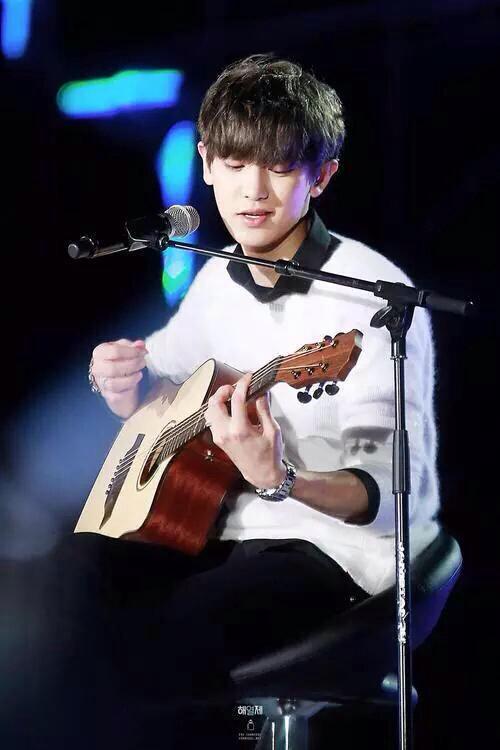 I loveeee when ur playing guitar for me @xokcyeol
