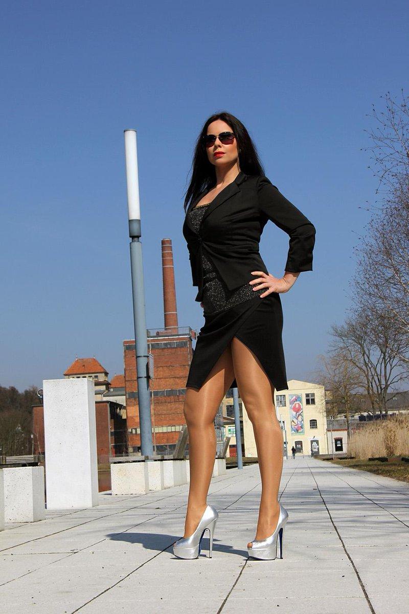 """Gina Queen of Heels on Twitter: """"http://t.co/E2tU9widkQ :-* #highheels ...: https://twitter.com/queenofheels/status/621026840514326529"""