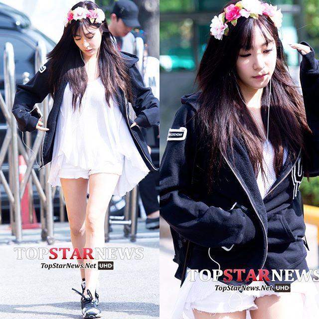 #소녀시대 #SNSD #티파니 #HD포토 #fashionista #fashion #패션 #스타패션 #톱스타뉴스 [HD포토] 소녀시대(SNSD) 티파니, 머리에 화… http://t.co/of5YRmxgGJ