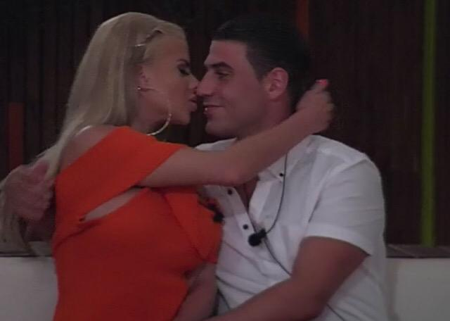 RT @neonmanagement: AMAZING NEWS - Congratulations to Hannah & Jon ? @jbclark_ has proposed to @misshannahelizx