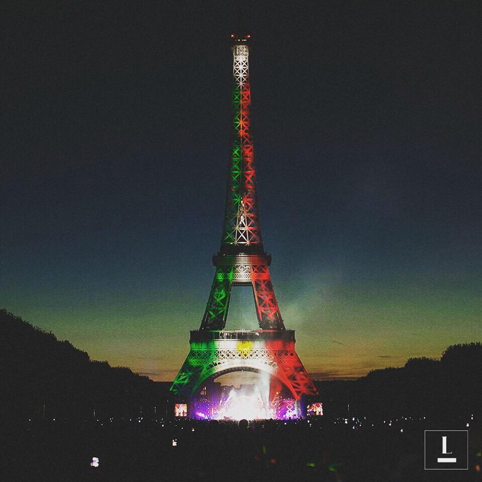 Así la Torre Eiffel con los colores de la bandera de México. http://t.co/3hsedVJXqg