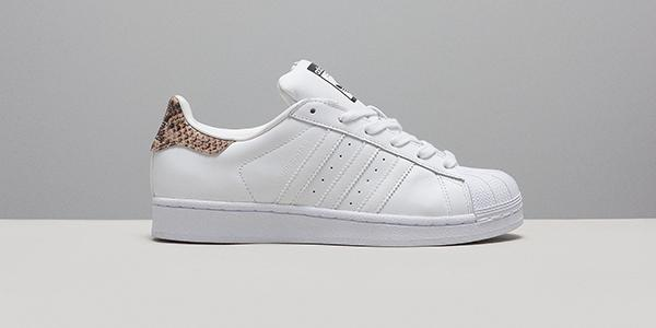 more photos ed5a1 8a699 adidas superstar snakeskin white