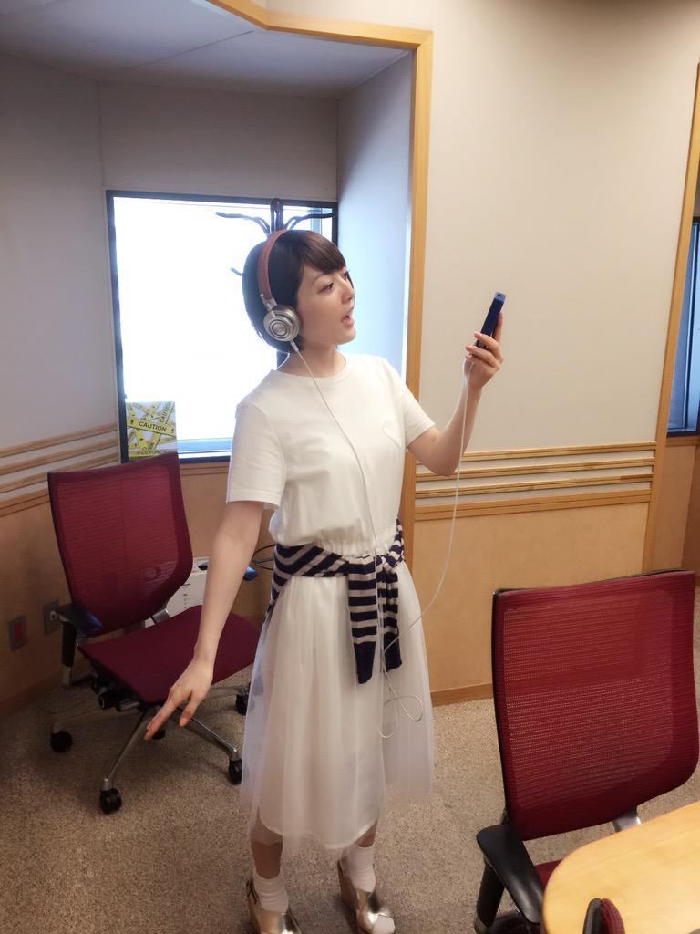 仙台で牛タン食べ過ぎたから、今日もパンは我慢だ…。AK100II KANA HANAZAWAエディションでコラボ曲『辿りつく場所』聴いたよ!!自分で言うのもなんだが、耳が幸せである!!花 #hanazawa pic.twitter.com/EMown9az4M